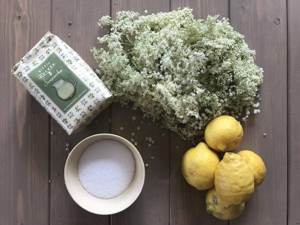 Hollerblüten, Zitronen & Zucker für Hollersirup