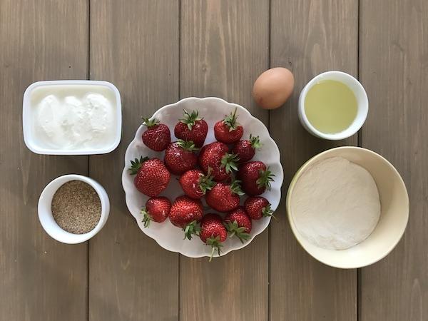 Topfen, Erdbeeren, Mehl & Brösel: Zutaten für Erdbeerknödel
