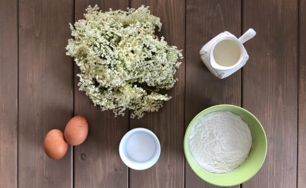 Zutaten für gebackene Holunderblüten