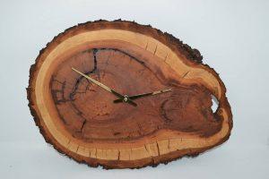 Huizbirn - Baustammuhr Wanduhr aus Holz