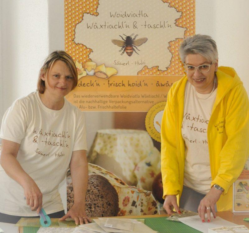 Barbara Apfelthaler und Ingrid Säuerl von Woidviatla Waxtiacheln
